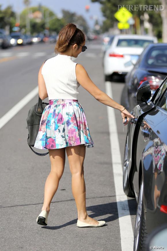 Vanessa Hudgens opte pour une mini pour afficher ses