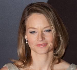 Le top tapis rouge : Les joues abricot, le trait de khôl discret, les lèvres rosées et le brushing soyeux, Jodie Foster se met en valeur en toute simplicité.