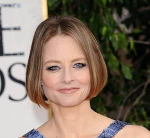 Le flop tapis rouge : Jodie Foster voulait un smoky. Dommage, le khôl appliqué sur et sous l'oeil rétrécit son regard. Ajoutez à cela la coupe Playmobil et vous obtenez un flop.