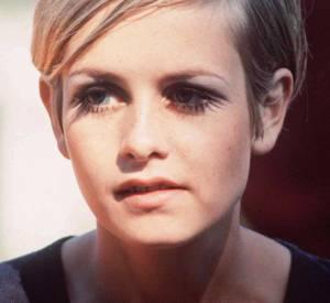 Twiggy fait elle aussi partie de ces stars aux coupes de cheveux devenues cultes. Top model dans les 60's, l'Anglaise a désormais les cheveux mi-longs.