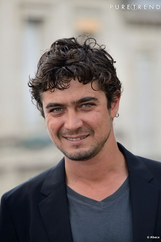 l 39 acteur italien riccardo scamarcio pour gibraltar. Black Bedroom Furniture Sets. Home Design Ideas