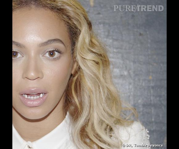 Beyoncé a testé le grillz version vampire.