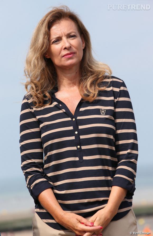 Valérie Trierweiler a opté pour une marinière bleu marine et beige lors de sa visite à Cabourg le 28 août.
