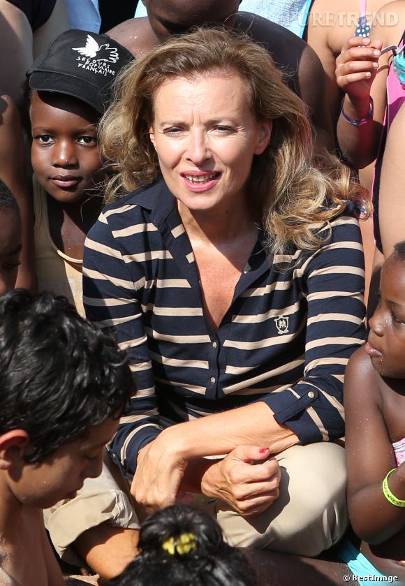 Valérie Trierweiler prend un bain de foule avec les 5 000 enfants défavorisés.