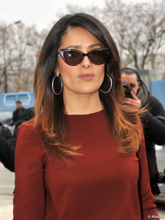 Salma Hayek nous donne la preuve que le tie & dye n'est pas uniquement réservé aux femmes ayant une base claire. Sur ses cheveux noirs, les longueurs décolorées prennent de beaux reflets roux.