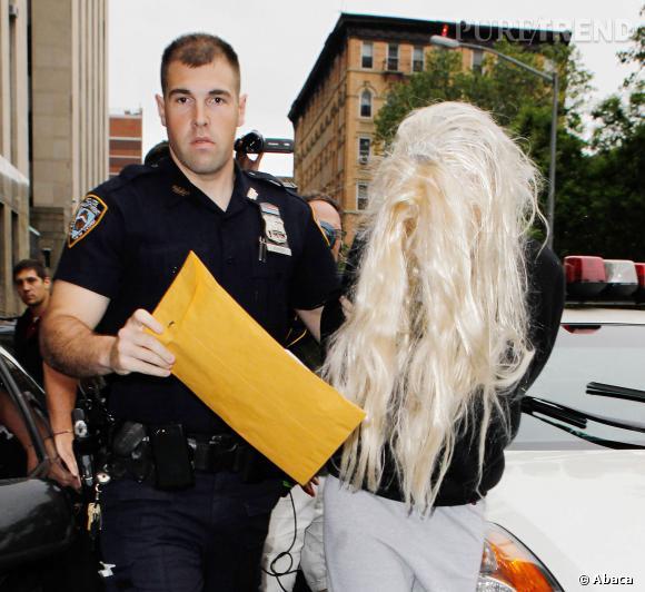 Avec une perruque déglinguée et aussi mal mise que ça, pas étonnant qu'Amanda Bynes se fasse arrêter par la police.