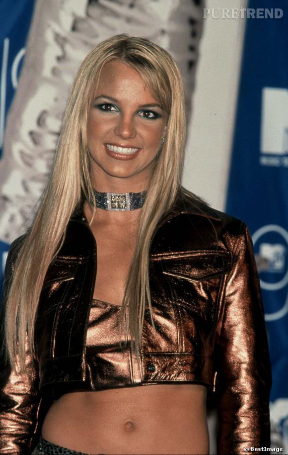 La chanteuse est toutefois capable de faire des étincelles sur certains tapis rouges comme ici aux MTV Music Awards à New-York en 1999. Elle est déjà bombesque.