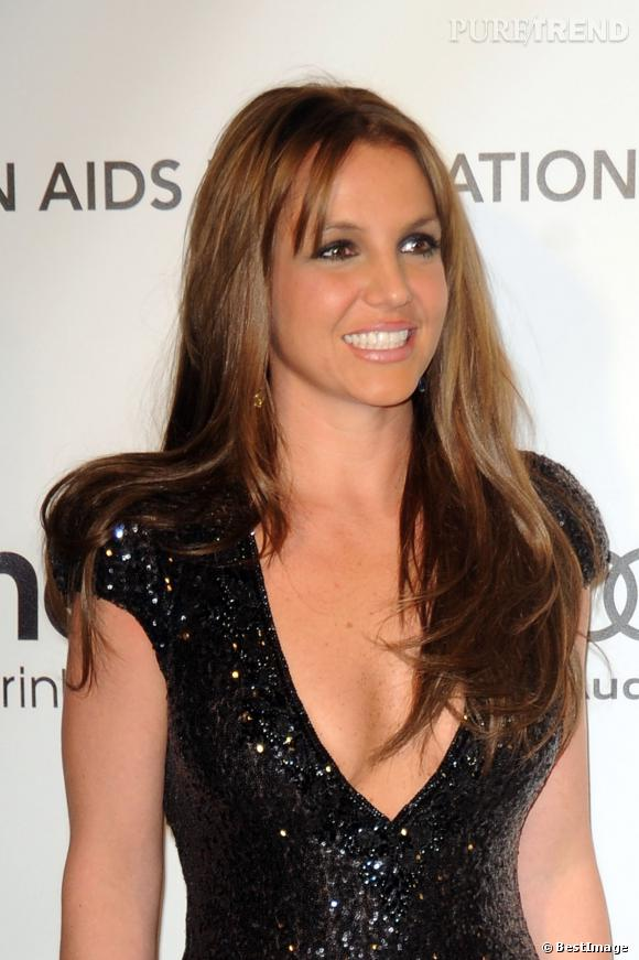 Enfin une bonne décision pour Britney Spears qui fait un retour éclair au brun en 2013. Cela lui va au teint et met ses yeux en valeur. Elle devrait vraiment rester comme ça.