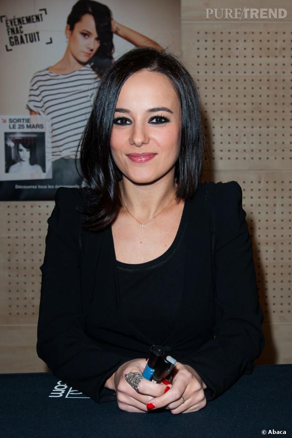 """Alizée a sorti son nouvel album, """"5"""", en février dernier, mais récemment elle avait dévoilé enregistrer un nouveau son : il s'agissait de son duo avec Olly Murs !"""