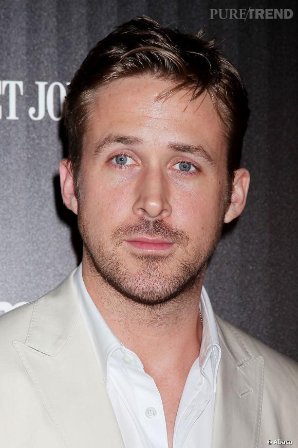 Ryan Gosling fait fantasmer les femmes et les hommes grâce à ses yeux bleus et sa silhouette musclée... Mais maintenant, vous craquerez aussi pour sa voix !