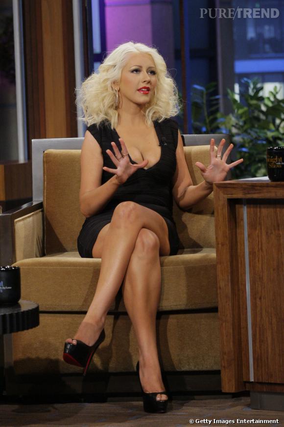 Sur le plateau de Jay Leno, Christina Aguilera affiche fièrement sa transformation.