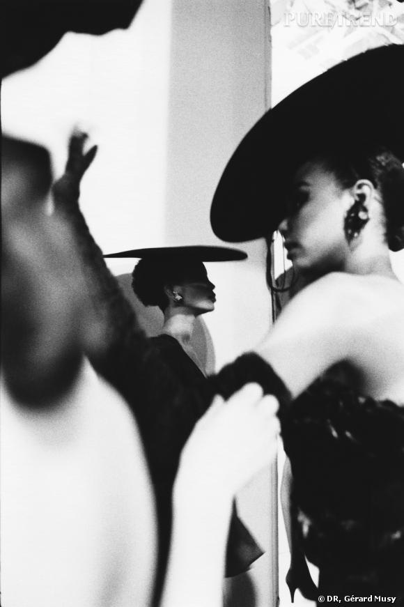 Mounia au défilé Yves Saint Laurent à Paris en 1987.