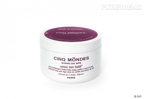 Le savon noir est un grand classique des soins pour le corps, il permet de préparer la peau à l'exfoliation.
