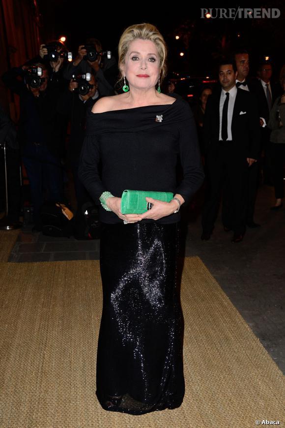 Catherine Deneuve impose son style à la soirée Ralph Lauren à Paris.