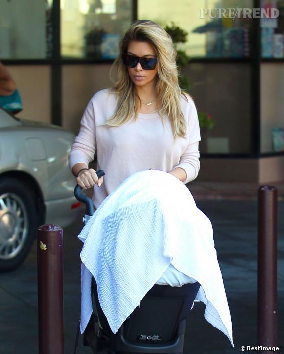 Kim Kardashian promène sa fille North dans une poussette à 940 dollars !