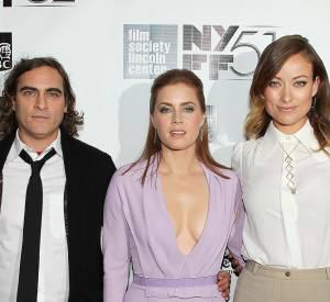 """Olivia Wilde et Amy Adams parlent de Joaquin Phoenix à la première de """"Her""""."""