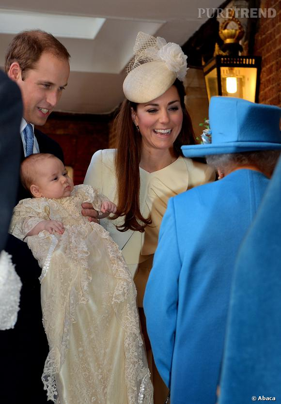 Prince George dans sa robe de baptême.