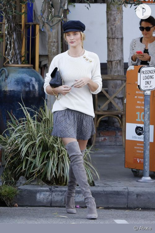 Rosie Huntington-Whiteley matelot sexy à Los Angeles.