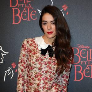 À son look bien orchestré, Sofia Essaïdi ajoute un beauty look glamour.