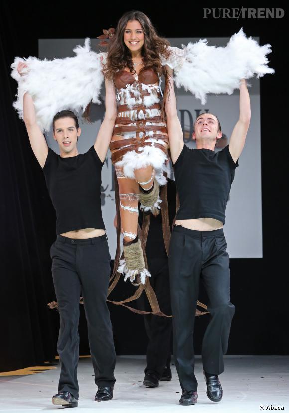La chanteuse Judith au défilé du Salon du chocolat 2013.