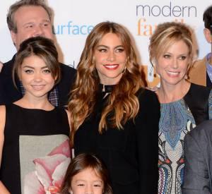 """Sofia Vergara et la casting de """"Modern Family"""" à la rencontre des fans."""