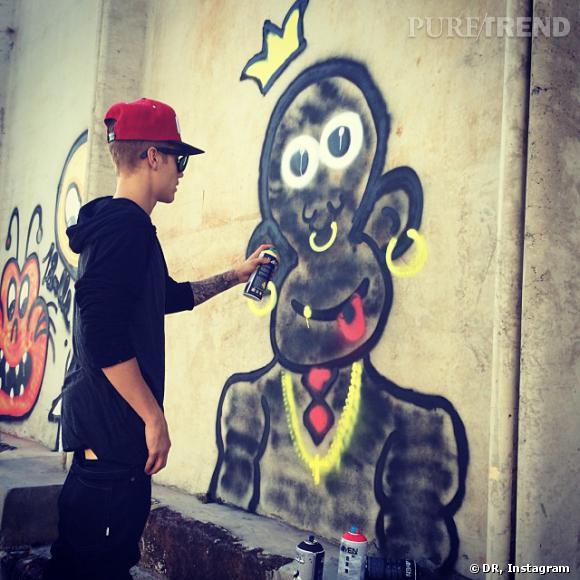 Justin Bieber a beau vouloir donner des conseils aux autres, il continue de jouer aux bad boys, comme lorsqu'il tague les murs.