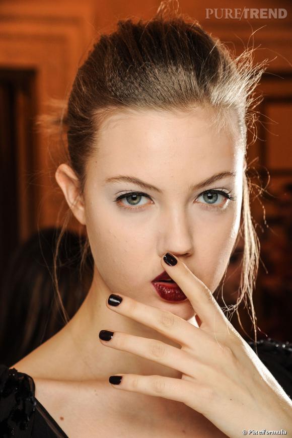 A copier pour un look sexy : l'eyeliner et la bouche pulpeuse comme chez Zac Posen Défilé Automne-Hiver 2013/2014