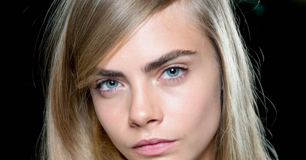 cara delevingne et ses sourcils fournis puretrend. Black Bedroom Furniture Sets. Home Design Ideas