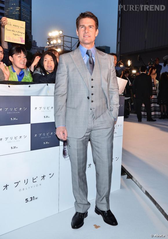 Tom Cruise, tout beau dans son costume trois pièces, a bien du mal à trouver chaussure à son pied. Et pourtant...