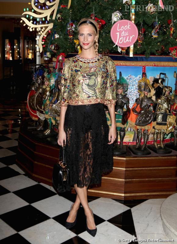 Poppy Delevingne au Claridge's de Londres pour découvrir le sapin de Noël relooké par Dolce & Gabbana.