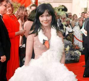 """Björk, Brigitte Fontaine ne peut plus la supporter. """"On dirait une bonne soeur""""."""