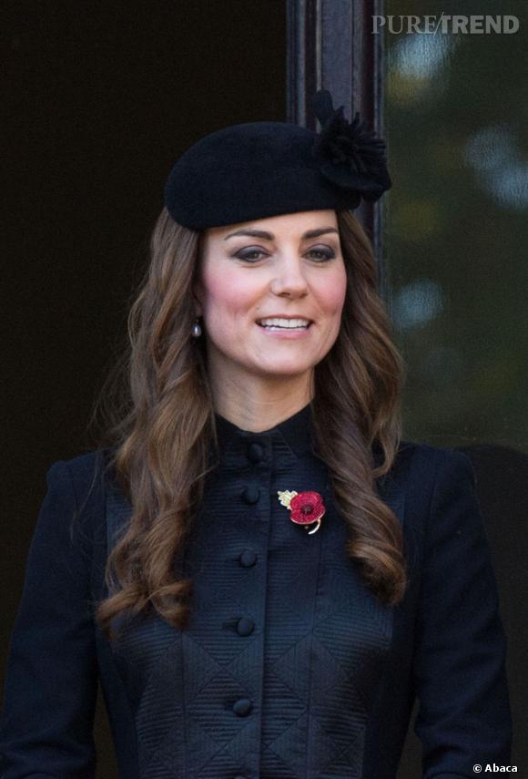 Kate Middleton n'a plus besoin de cacher ses racines blanches sous un chapeau.