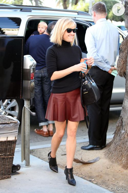 Reese Witherspoon, son look à shopper !