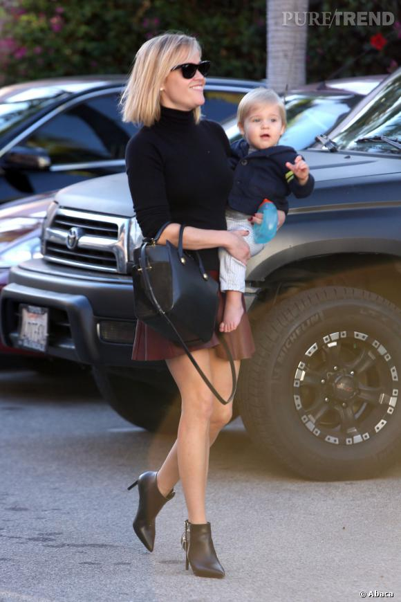 Reese Witherspoon, une maman sexy !