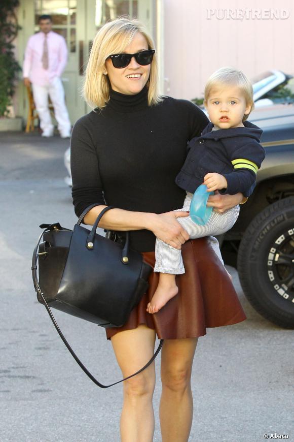 Reese Witherspoon et sa mini jupe en cuir, un look dont on devrait s'inspirer !