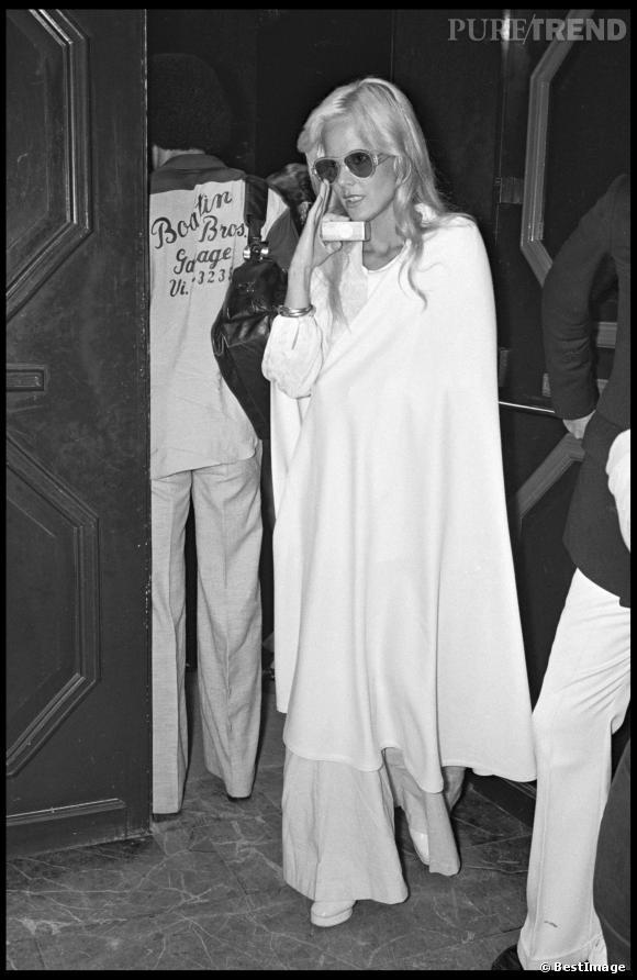 Icône mode et icône de la chanteuse, Sylvie Vartan faisait partie du gratin des soirées des années 60.
