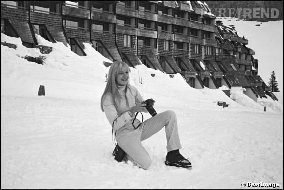 La frange, une tendance mise à l'honneur par Sylvie Vartan et reprise par les modeuses de plusieurs générations.