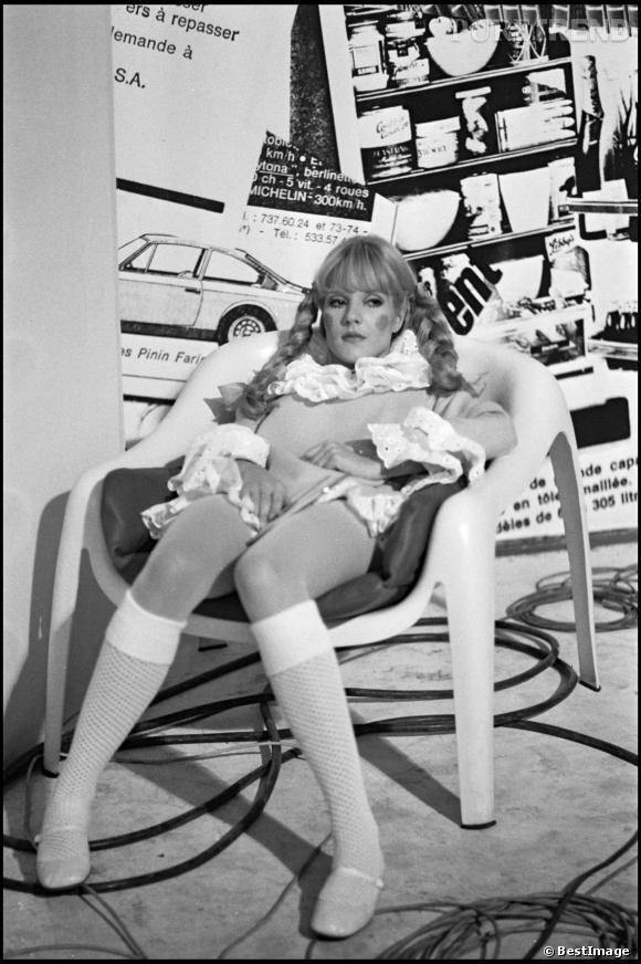 """Sylvie Vartan dans l'émission """"Jolie Poupée"""" en 1968."""