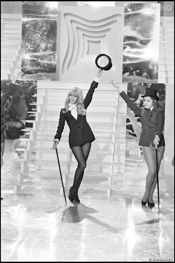 Ex lolita, au fil des années 60, Sylvie Vartan dévoile un image de plus en plus sexy.