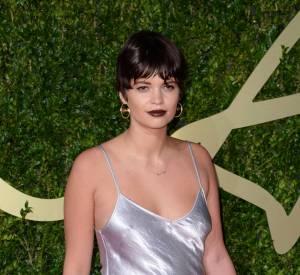 Chemise de nuit et doudou sur le tapis rouge des British Fashion Awards 2013, il n'y a que Pixie Geldfof qui soit capable.