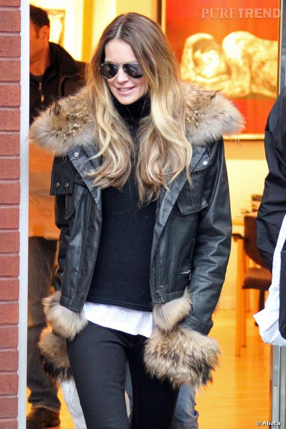 Elle MacPherson, grande habituée d'Aspen et des tenues grand froid.