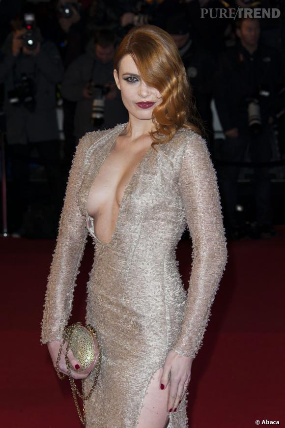 Elodie Frégée, la star la plus sexy de la soirée? En tout cas la plus décolletée c'est certain.