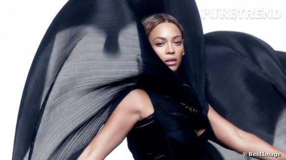 Beyoncé sort un album sans aucune promo en amont, ça vaut bien la distinction d'artiste du mois.