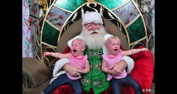 Les enfants qui pleurent avec le père noël : les jumelles s'emmêlent.