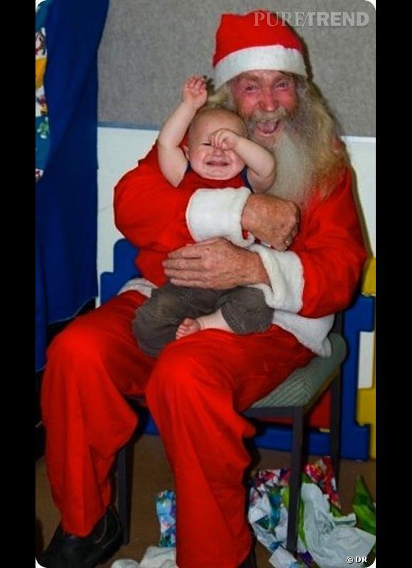 Les enfants qui pleurent avec le père noël : Là, on doit l'avouer, on comprend le bébé.