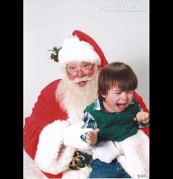 Les enfants qui pleurent avec le père noël : crise d'hystérie numéro 3.