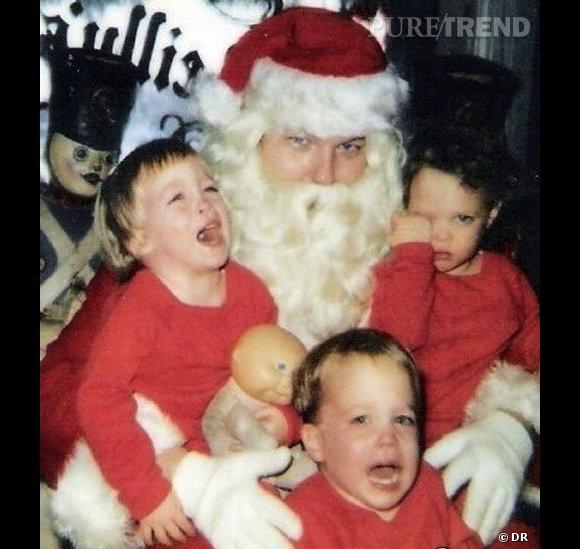 Les enfants qui pleurent avec le père noël : il faut avouer qu'ici le papa noël a le regard fourbe.