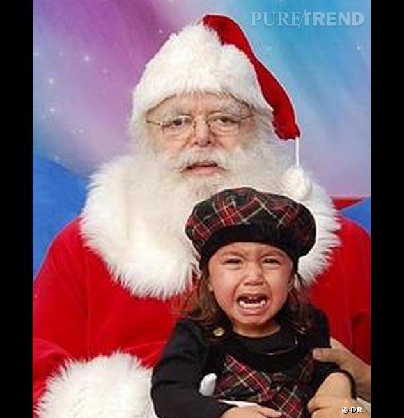 Les enfants qui pleurent avec le père noël : la super photo.