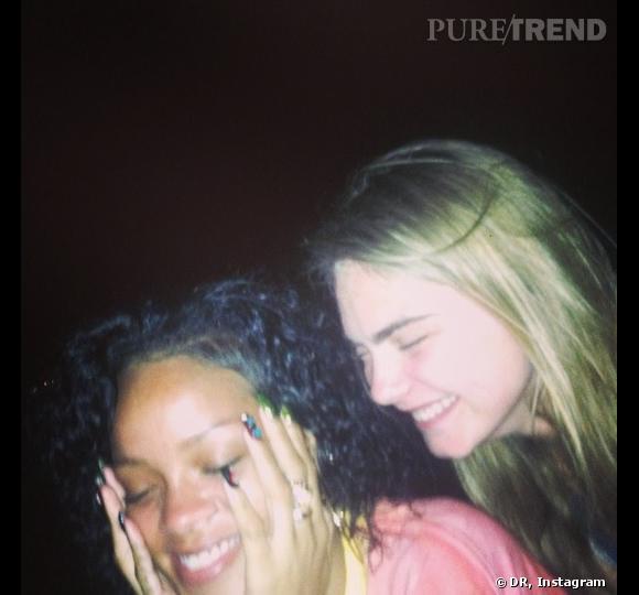 Rihanna et Cara Delevingne : les deux copines s'éclatent à la Barbade.