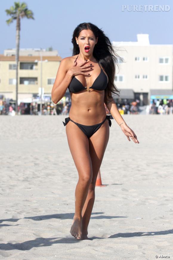 Nabilla avec une petite poitrine... Le bikini n'aura plus le même rendu.